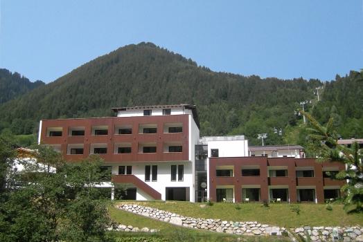 https://www.lehre-im-walgau.at/wp-content/themes/jobboard/timthumb.php?src=https%3A%2F%2Fwww.lehre-im-walgau.at%2Fwp-content%2Fuploads%2F2017%2F06%2FHotel-Sarotla-Brand-Vorarlberg.jpg&w=524&h=350&q=100